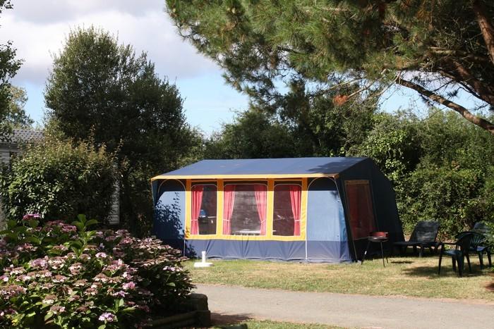 Ingerichte bungalowtenten of eigen tent/caravan op Vakantiepark Le Pas Opton