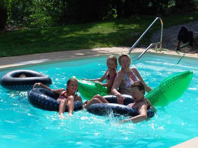 13 pers. vakantieboerderij met verwarmd zwembad