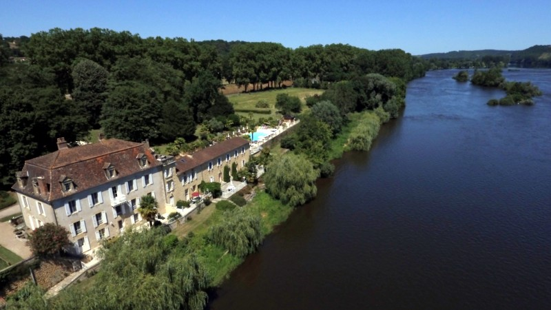 Landgoed les Magnolias, Gite Rosette : romantisch gastverblijf met groot terras aan de rivier.